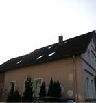 vorher: Steildach mit alten Betondachsteinen