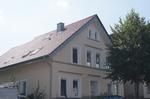 nachher: neu saniertes Dach mit Braas-Tondachziegeln Rubin 11V engobiert in kupferrot. Dachfenster und Schornstein erneuert.